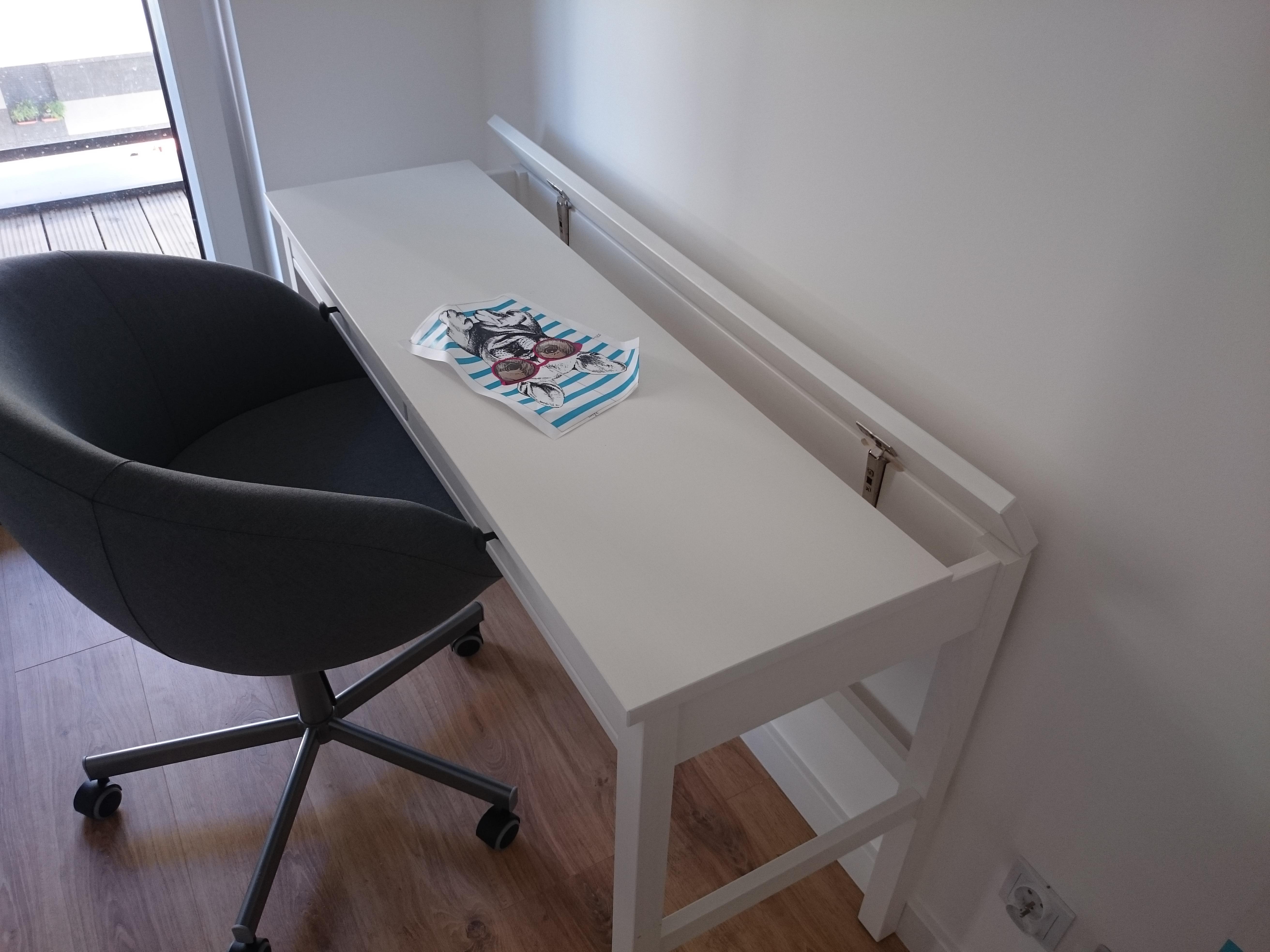 Montaż biurka HEMNES IKEA - Kraków