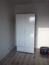 Montaż szafy Zele BRW